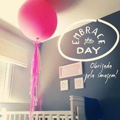 Recebemos essa foto da querida Fernanda, que alugou kit decoração e comprou nossos balões para a festa da Maria Clara. A festa acabou e a criançada fez a maior farra com nossos balões e como Maria Clara não estava pronta para aceitar o fim da festa - levou o balão pro quarto, e hoje de manhã, a festa continuou por lá <3 Para comprar os balões com enfeite, clique aqui: http://festeirice.com.br/produtos/baloes/balao-gigantes.html  #festeirice #balão #balaogigante