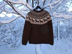 Icelandic natural wool sweater – hand knitted in Iceland. Brown with horse pattern. READY TO SHIP.