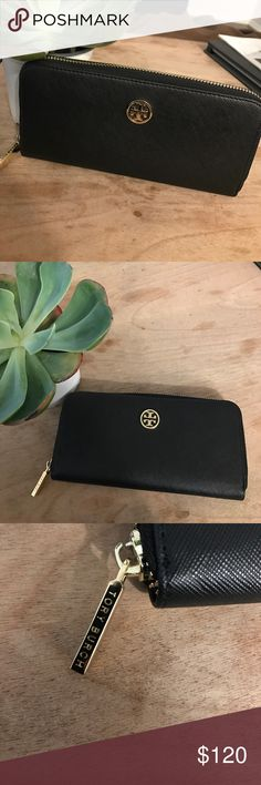 Tory Burch Robinson Continental zip wallet Excellent condition Tory Burch Bags Wallets