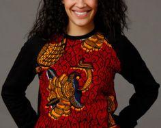 SoTribal Ankara Sweatshirt − African Wax Print unisex (Red December on Gray/ sweatshirt) Ankara, Pull Sweat, Tee Shirts, Tees, Couture, Grey Sweatshirt, Chambray, Female Models, Wax