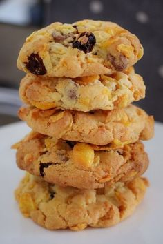 These Crunchy Chocolate Chip & Sultana Cornflake Cookies are the perfect lunchbox recipe. They're quick, easy and a guaranteed winner! Biscuit Cookies, Chip Cookies, Baking Recipes, Cookie Recipes, Easy Biscuit Recipes, Easy Biscuits, Biscuits Croustillants, Galletas Cookies, Lunch Box Recipes