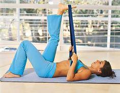 Alongamento , como prevenção de  acidentes musculares.     Uma das formas mais correta de começar a realizar um treinamento, é fazend...