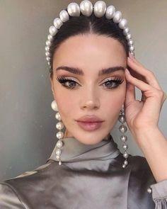 Huge Pearl Crown Bridal Headband #makeupgoals Huge Pearl Crown Bridal Headband W... - Headband hairstyles - #Bridal #Crown #Hairstyles #Headband #Headbandhairstyles #Huge #makeupgoals #Pearl