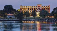 Hilton Garden Inn Providence Providence Overlooking Providence Harbor, this Rhode Island hotel offers a local area transfer service, on-site restaurant, and free Wi-Fi. Guests will also be within 2.4 km of the Customhouse Historic District in Providence city centre.