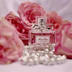 مَ أجمل أن تكون آنسان بقلبُ بسيط يسّعد الكثَير ..💜💭 مساء الـخيـر Chanel Bedroom, Collage Des Photos, Dior Beauty, Miss Dior, Barbie Dream, Designer Wallpaper, Floral Design, Perfume Bottles, Girly