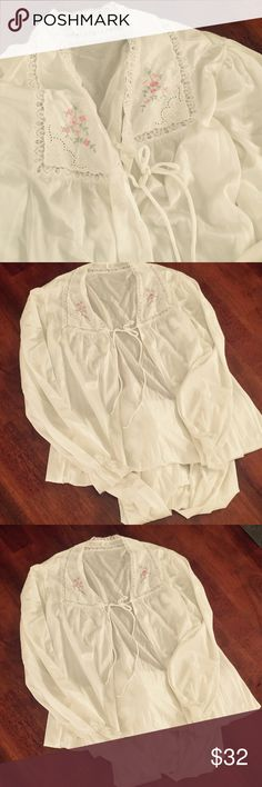 Long Flowing Vintage Robe JC Penney Small Long Flowing Vintage Robe from JC Penney size Small jcpenney Intimates & Sleepwear Robes