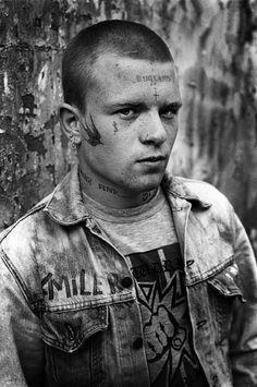"""""""C'était de la pure chance de débutant"""". C'est l'explication que donne D.Ridgers quand il parle de 5 ans de sa vie. 5 ans à photographier des skinheads."""