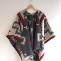 SJP Knock-Off Reversible Wool Cape Tutorial + Pendleton Fabric Giveaway! on Sew Mama Sew