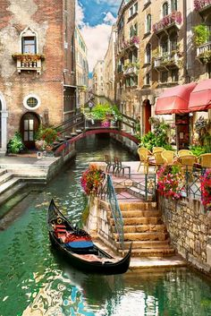 Venice Italy l How beautiful is this city! Italy Vacation, Italy Travel, Venice Travel, Travel Europe, Beautiful Places To Travel, Beautiful World, Romantic Places, Siena Toscana, Places Around The World