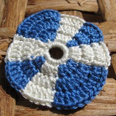 Crocheted St Andrews badge in 100 cotton by Saraphir on Etsy, £4.50