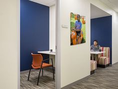 The Basics Cool covers Home for Little Wanderers to create an inspiring work environment for employees and visitors. #flooring #designinspiration #corporatedesign #carpet #floorcovering