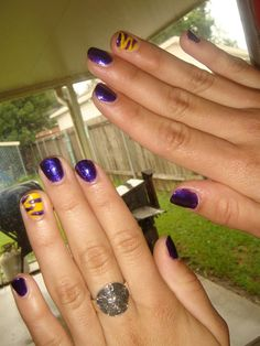 LSU - Cute Louisiana State University Purple & Yellow Nails With Tiger Stripes