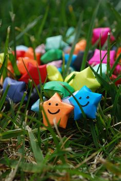 Cute Origami on Grassland - Android Wallpaper