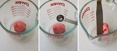 Aprenda como disfarçar as imperfeições que aparecem na pasta de açúcar dos seus bolos!