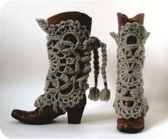 Love this! This is a great way to dress up boots.  I love it. polainas de crochê para botas