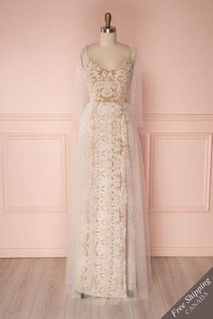 Maxi beige empire waist bridal dress with v-neck, ivory floral embroidery and mesh tulle overlay Wedding Dress With Veil, Best Wedding Dresses, Bridal Dresses, Bridesmaid Dresses, Trendy Wedding, Wedding Hair, Tulle Bows, Tulle Dress, Lace Dress