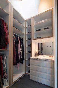 Trendy small walk in closet design layout mirror Walking Closet, Small Walk In Wardrobe, Small Closets, Small Bedrooms, Small Closet Design, Closet Designs, Walk In Robe Designs, Organizing Walk In Closet, Closet Organization