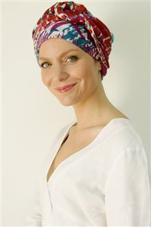 How do you like our Gerbera long-tying turban scarf in this beautiful Gardenia print for summer?! Wonderfully cool, plenty of fabric to wrap around the head for full coverage, in 100%, super-soft viscose and available in different, gorgeous colourways!