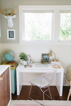 Bursting at the seams and we need to make better use of space! Make it Work: 8 Combination Nursery & Office Shared Spaces Nursery Office Combo, Home Office Bedroom, Office Playroom, Guest Room Office, Office Paint, Playroom Design, Nursery Design, Office Desk, White Office Decor
