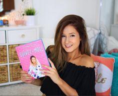 Livre de Emma Verde « Suivez-moi » disponible en librairie au Québec dès le 5 octobre 2016 💕😍 Emma Verde, Stars, Celebrities, Hair Styles, Youtube, Calm, Beauty, People, Diy