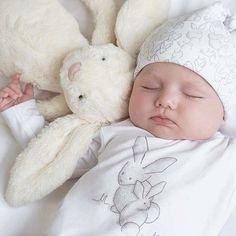 Ideas for baby sleep photography girls Cute Baby Boy, Cute Little Baby, Little Babies, Cute Kids, Cute Babies, Baby Kids, Chubby Babies, Baby Girl Photos, Cute Baby Pictures