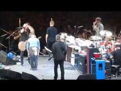The Foo Fighters w David Lee Roth playing Van Halen's Panama The Forum 1/10/15 - YouTube