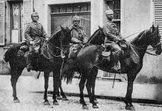 Anonymes 14-18 - Artilleurs Allemands dans la grande rue de Lunéville (France) - 1914  Troupes Bavaroise du Prince Rupprecht de Bavière entre dans Lunéville en 1914