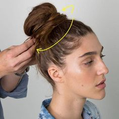 Very Easy & Effective Informations About Magic Bun Maker ?Very Easy & Effective Pin Very Long Hair, Long Curly Hair, Thin Hair, Unique Hairstyles, Bun Hairstyles, Step Hairstyle, Hairstyles Videos, Hair Videos, Hair Bun Tool