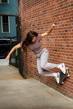 Skate Girl, Skate Style Girl, Skater Girl Outfits, Skate Outfits, Skate Photos, Skateboard Girl, Skater Style, Beautiful Models, Foto E Video