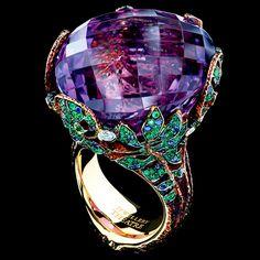 RING FERN 1 amethyst 66,16 ct 5 diamonds 0,15-0,17 ct 102 sapphires 0,72-0,74 ct 288 tsavorites 1,85-1,88 ct 18K yellow gold 22,4-22,6 g