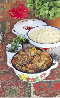 Resep | Op Dine van Zyl se Sondagtafel: Tamatiepotjie van wildsvleis Easy Snacks, Easy Healthy Recipes, Easy Meals, Dessert Recipes, Desserts, South Africa, Van, Cakes, Dining
