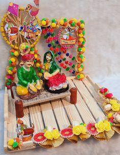 Thali Decoration Ideas, Diy Diwali Decorations, Wedding Stage Decorations, Bridal Gift Wrapping Ideas, Wedding Gift Baskets, Indian Wedding Gifts, Desi Wedding Decor, Vase Crafts, Craft Stick Crafts