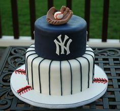 New York Yankees baseball theme fondant grooms cake. Baseball Birthday Cakes, Baseball Party, Baseball Cakes, Baseball Grooms Cake, Baseball Star, Boy Birthday, Beautiful Cakes, Amazing Cakes, Yankee Cake