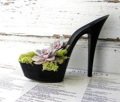 schuh high heels sukkulenten moos arrangement elegant