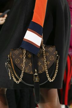 See every detail from the Louis Vuitton Spring 2018 collection.