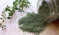 Con sus usos medicinales, culinarios y ornamentales, el tomillo es uno de los miembros más poderosos de la familia de plantas de menta. Thymus vulgaris es la variedad más común de tomillo y se origina