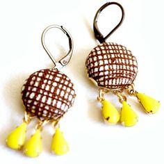 Retro Brown and Yellow Chandelier Earrings door NestPrettyThingsShop, $25,00
