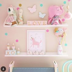 Cute shelf and pieces on it