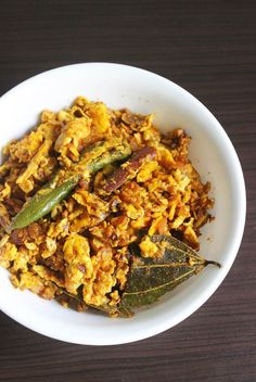 Egg bhurji recipe - Learn to make anda bhurji with step by step pictures.It tastes delicious & goes well with rice, chapathi ,pav,bread. Egg Burji, 2 Eggs, Anda Bhurji Recipe, How To Make Eggs, Sri Lankan Recipes, Sauteed Mushrooms, Scrambled Eggs, Bon Appetit, Risotto