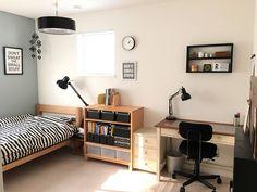 中学2年生の息子の部屋。大きくは変わってないですが、少しスッキリしたような。中学2年ともなると収納も息子自身が考えて使いやすいように納め整頓しています。…