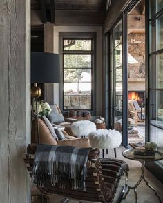 You can find this modern chalet design in the USA. The chalet is located near the ski resort. So, there's a sauna, heated pool, and outdoor terrace. Chalet Design, Chalet Style, Ski Chalet, Chalet Chic, Cabinet D Architecture, Architecture Interiors, Style At Home, Rustic Interiors, Modern Rustic