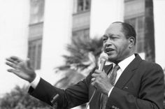 Mayor Tom Bradley addresses protesters outside of the Federal Building who are demonstrating against cuts to federal programs. Photo by Guy Crowder.