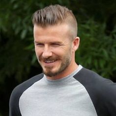 David Beckham Hair Cut - The long hair is one of the most envied hairstyles around - everyone wants long hair. Cabelo David Beckham, Estilo David Beckham, David Beckham Haircut, Thin Hair Haircuts, Undercut Hairstyles, Haircuts For Men, Short Hair Cuts, Short Hair Styles, Fall Hairstyles