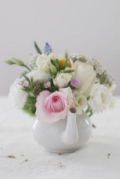 ADORO: Flores em loiças // Flowers on crockery