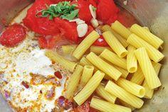 One-Pot-Pasta: Rezept für Segeln und Camping Küche Chorizo, One Pot Wonders, Pot Pasta, Diy Skin Care, Dutch Oven, Celery, Feta, Cheese, Dinner