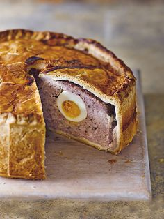 Try our mini pork pie recipe for a picnic. This easy recipe for a mini pork pie recipe will make an easy meat pie for a picnic. Make our homemade pork pies Pork Pie Recipe, Ham And Egg Pie Recipe, Egg Recipes, Cooking Recipes, Budget Recipes, Cake Recipes, Ham And Eggs, Charcuterie, English Food