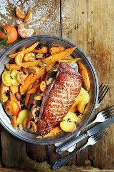 Duck breast with apples, clementines and sweet potatoes - Healthy Food Mom Healthy Egg Recipes, Duck Recipes, Healthy Drinks, Healthy Snacks, Cooking Recipes, Devilled Eggs Recipe Best, Deviled Eggs Recipe, Pan Fried Sweet Potatoes, Duck Breast Recipe