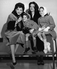 Judy Garland was a star in every sense of the word. Read everything you never knew in Facts: Judy Garland. Hollywood Stars, Classic Hollywood, Old Hollywood, Pregnant Celebrities, Cute Celebrities, Celebs, Judy Garland Children, Celebrity Couples, Celebrity Maternity