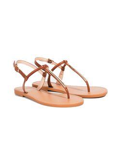 31 sandalias planas por menos de 20 euros- ElleSpain Women's Shoes Sandals, Flats, Cute Shoes, Africa Dress, Tv, Outfits, Fashion, Low Wedge Sandals, Women's Flip Flops