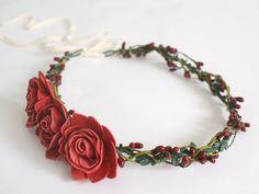 Blumenkrone / Blumenkranz / Haarblüten/ Elfenkrone von Lola White auf DaWanda.com